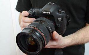 كاميرا كانون الاحترافية