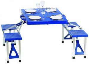 طاولة قابلة للطي ومقاعد رحلات